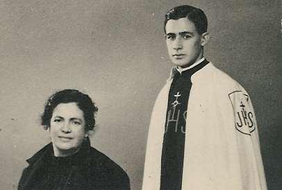 R.P. Augustín Fuentes Anguiano, junto a su madre Imelda Anguiano.