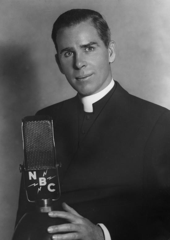 """Mons. Fulton J. Sheen: """"la Verdad es odiada porque el egoísta desea ser ley en sí mismo""""..."""