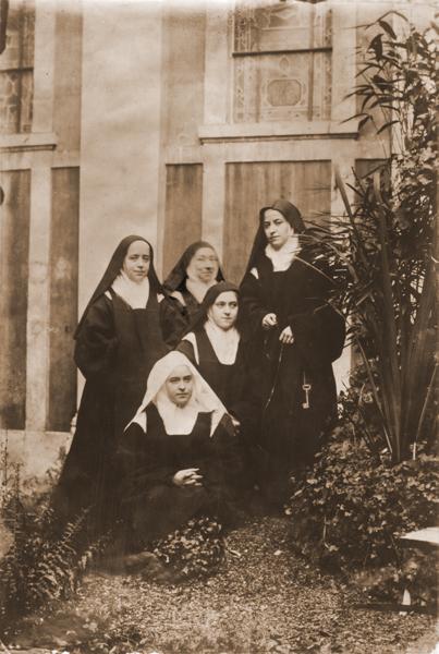 sainte-Therese-de-Lisieux_10 - 20 novembre 1894 (con sus hermanas de sangre).jpg